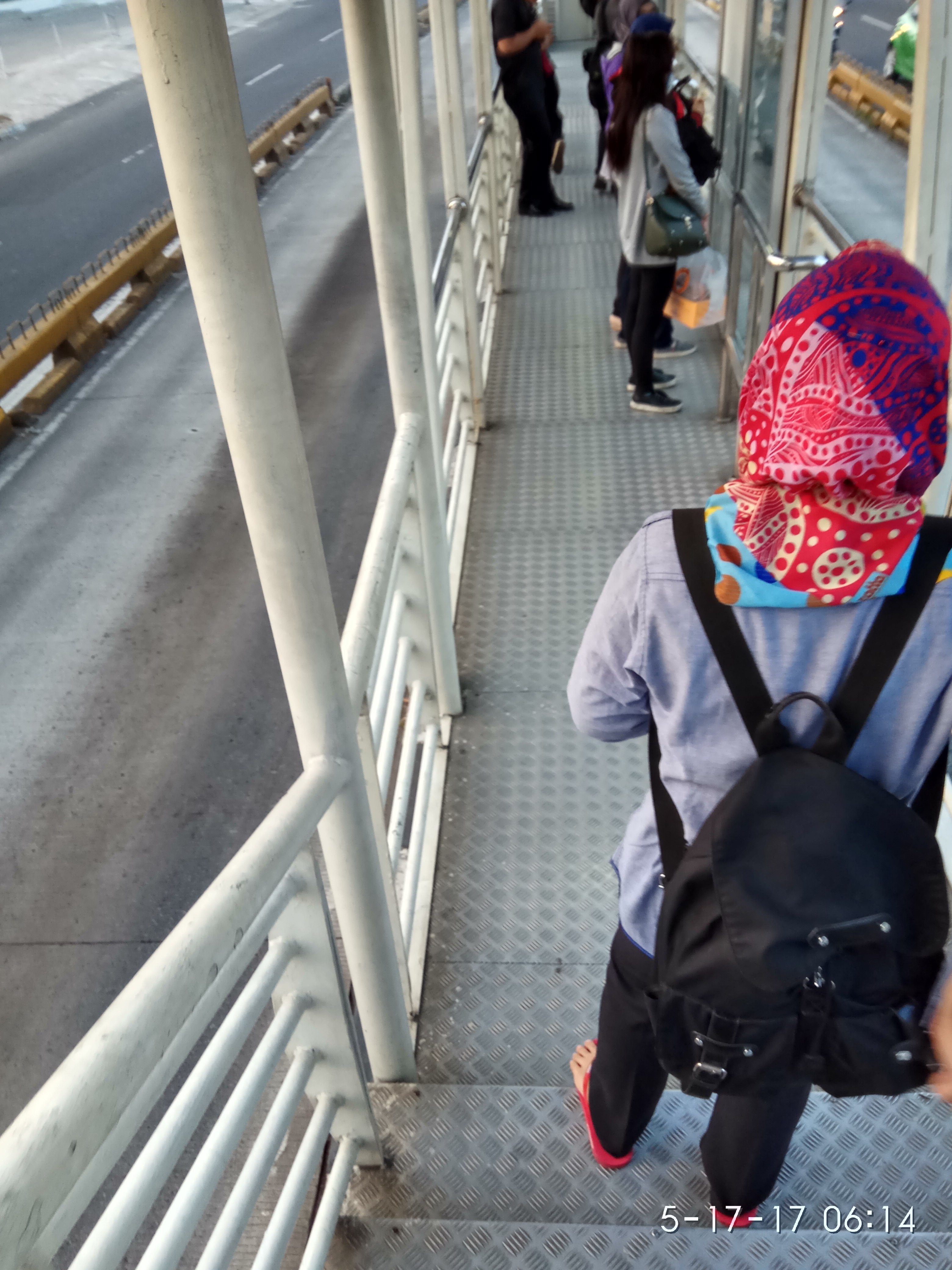 Halte Transjakarta Kini Tampil Lebih Baik
